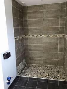 photos salle de bain italienne idees deco salle de bain With porte de douche coulissante avec frise carrelage salle de bain