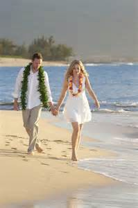 wedding in hawaii vow renewals in hawaii hawaiian barefoot weddings