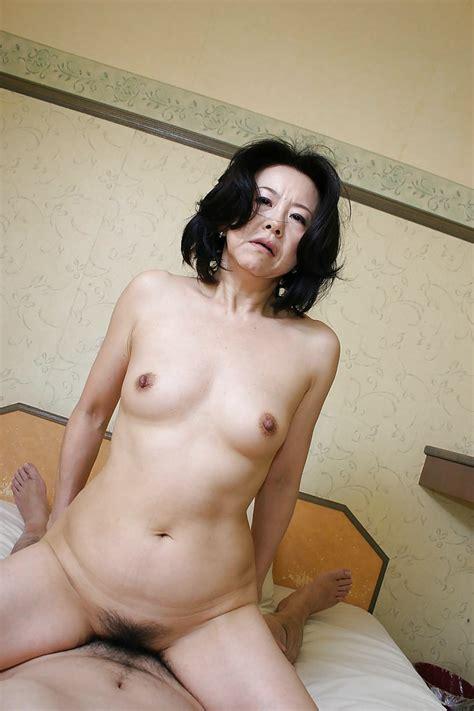 Lusty Asian Milf Junko Sakashita Has Some Pussy Fingering