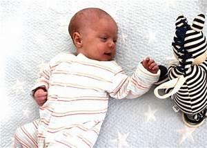 Baby Mit 1 Jahr : babys erstes jahr in bildern babycenter ~ Markanthonyermac.com Haus und Dekorationen