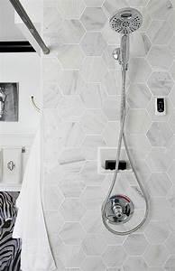 Carreaux Adhesif Salle De Bain : le carrelage hexagonal une tendance qui fait son grand retour ~ Melissatoandfro.com Idées de Décoration