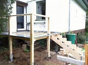 Erhöhte Terrasse Bauen : erh hte terrasse aus bangkirai mit holztreppe und au entreppe terrasse pinterest ~ Orissabook.com Haus und Dekorationen
