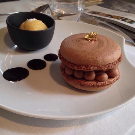 dessert macaron au chocolat de la galerie b sorbet 224 la mangue le tout fabriqu 233 sur pl