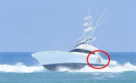 Boat Sinking In Jupiter by Sportfish Rolls In Jupiter Inlet Captain Ejected And