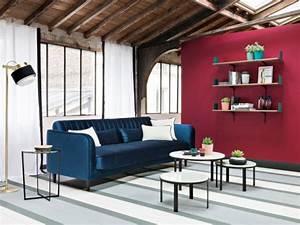 Canapé Bleu Roi : 10 canap s en velours pour un salon cocooning ~ Teatrodelosmanantiales.com Idées de Décoration