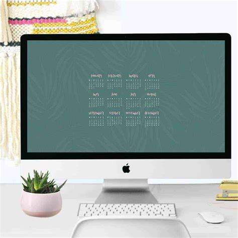 lovely blog shares    desktop calendar