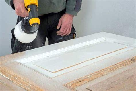 furnierte türen lackieren t 252 ren lackieren l 228 sst sich bei einer renovierung ganz einfach selber erledigen und bringt
