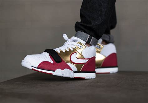 nike air trainer  jerry rice  releasing