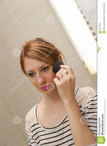 Girl Putting Makeup Royalty Free Stock Images Image