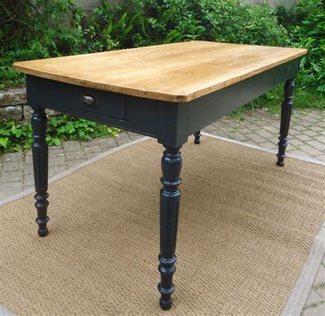 relooker table de cuisine table ancienne rectangulaire peinte et patinée