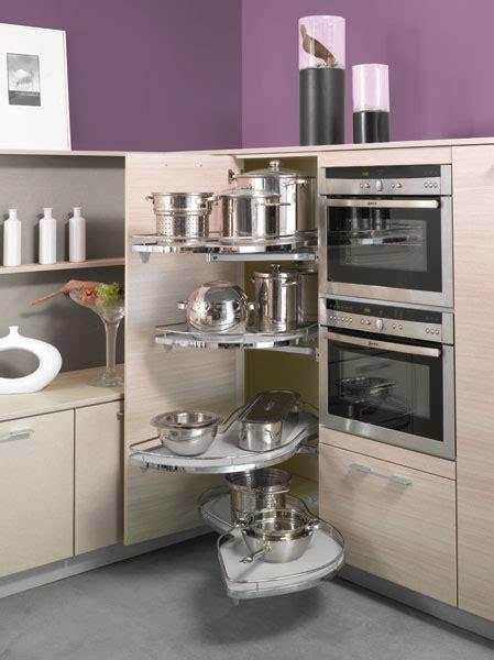 colonne angle cuisine des rangements pour une cuisine fonctionnelle