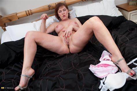 Having Playing With All This Granny Sites This Slutty Whore Enjoying Play With Her Slit