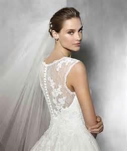 robe de mariã e prã s du corps robe de mariée princesse avec bijou broderie et décolleté amie robe de mariée décoration de