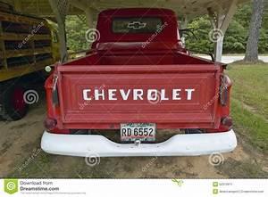 Garage Chevrolet : old red chevrolet truck in a garage along highway 22 in central georgia editorial photo image ~ Gottalentnigeria.com Avis de Voitures