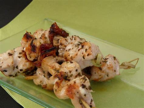 cuisiner une dinde au four brochettes de dinde à la provençale et au paprika 2 variétés pour le prix d une panier de