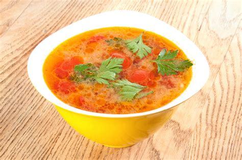 Viegla veģetāra dārzeņu zupiņa ar rīsiem   Praktiski.lv