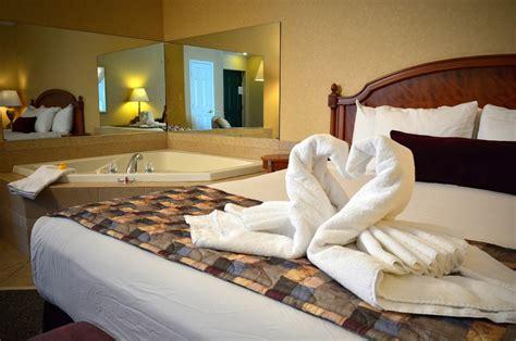 jacuzzi bungalows  honeymoon suite finger lakes