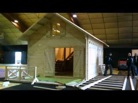 montage construction d un chalet bois en kit avec madriers massifs en deux minutes