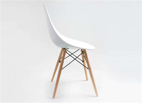chaise en bois design chaise design scandinave blanche eiffel noir rubann w
