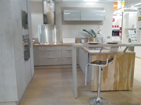 cuisine bois brut coup de coeur sur cette cuisine d 39 exposition leroy merlin