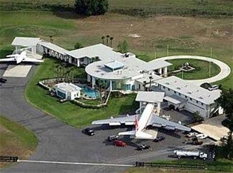 maison de travolta 20 minuten ein russe kauft die 800 millionen villa international