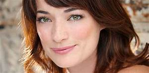 Official Website of Laura Michelle Kelly