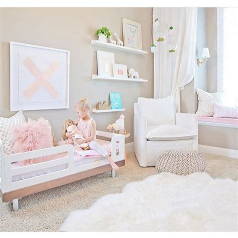Decorating Ideas For 2 Year Bedroom by 17 Best Ideas About Toddler Rooms On