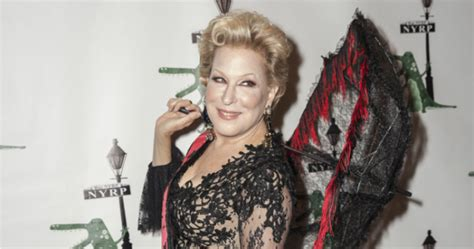 Bette Midler 'knocks Em Dead' In New Role  Starts At 60