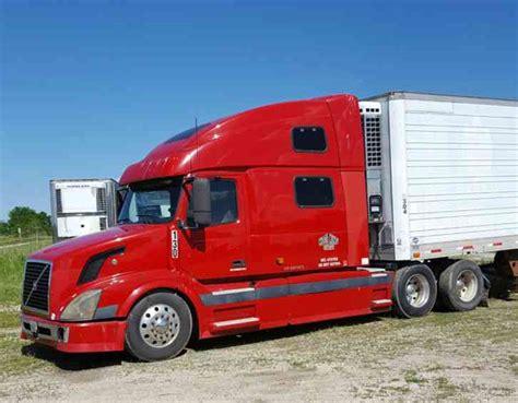 Volvo 780 (2006)  Sleeper Semi Trucks