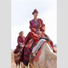 Herbstmode 2012  Kollektion 'naturnah' Auf Kamelen Die