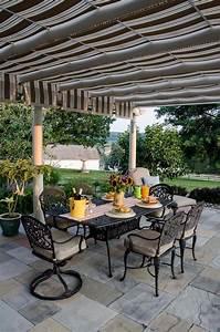 terrasses couvertes pergola design offrant des espaces With amenagement petit jardin avec piscine 15 piscine de luxe pour une residence de prestige design feria