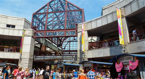 quincy market shopping faneuil hall marketplace boston