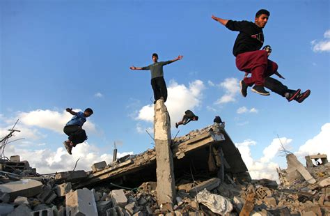 bridge suite footage shows palestinian doing parkour