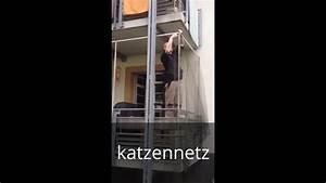 Montage von katzennetze katzenschutznetz katzennetz an for Katzennetz balkon mit garde robe