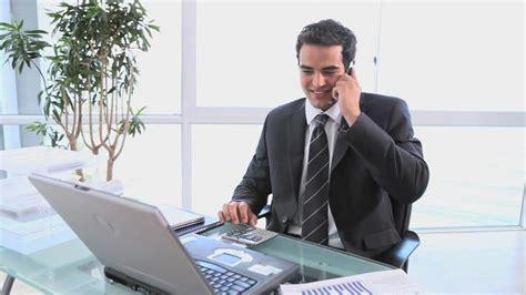 travail au bureau homme d 39 affaires travailler hd stock 628 721 047