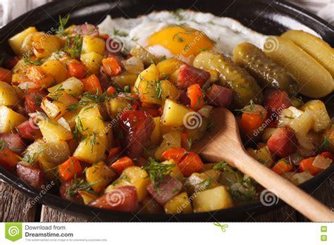 cuisine suedoise cuisine suédoise pyttipanna avec l 39 oeuf au plat et les