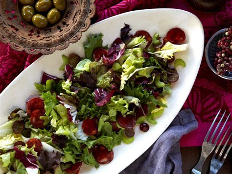 Mediterranean Salad with Red Grapes and Spanish Sausage