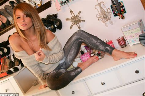 Beautiful Girl Meet Madden Gets Completely Naked
