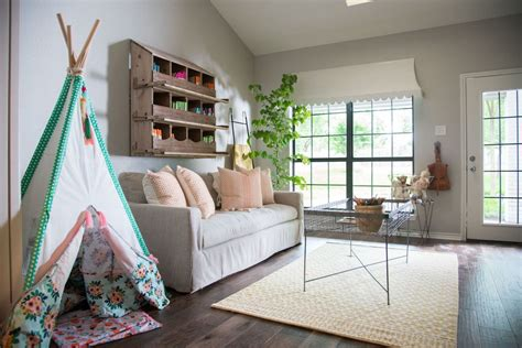 Fixer Upper Houseboat Couch by An Inside Look At What Chip And Joanna Gaines Nursery