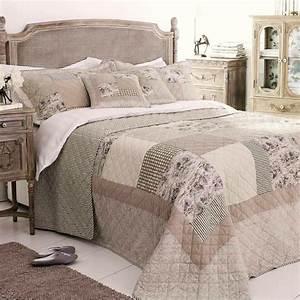 Couvre Lit Patchwork : le couvre lit patchwork est une jolie finition pour votre chambre coucher ~ Teatrodelosmanantiales.com Idées de Décoration