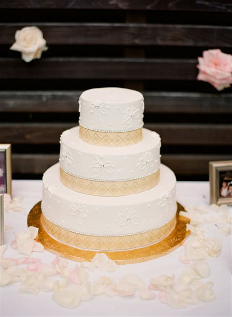 wedding cake  geometric border design elizabeth anne