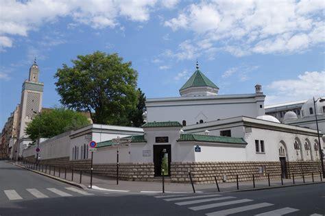 Cette mosquée de paris fait office de mosquée mère des mosquées françaises sous la direction de monsieur dalil boubakeur, recteur depuis 1992. Grand Mosque of Paris, One Of The Largest Mosques in ...