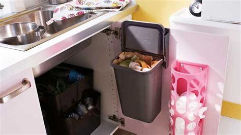 poubelle cuisine porte placard 10 idées pour un rangement astucieux dans la cuisine