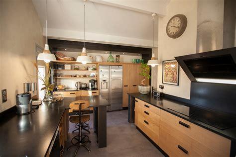cuisine laque noir cuisine bois et noir agrandir une cuisine bois et blanc
