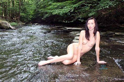 Brunette With Sporty Knows Nudes In A Stream Auto 2