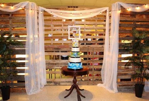 pallet backdrop designed  tiffany kleinfelder kerry
