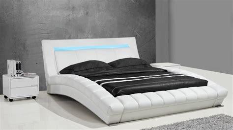 canape moss lits design en cuir joe un lit moderne en cuir au design contemporain mobilier moss