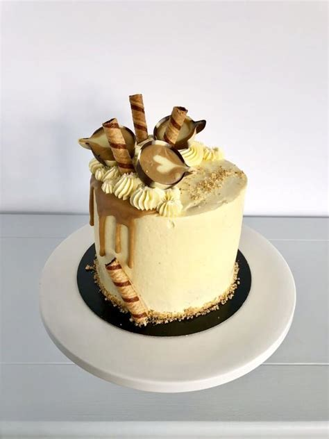 Put the walnut pieces and sugar into a food processor and blitz to a fine nutty powder. Sassy Coffee and Walnut Birthday Cake - Anges de Sucre