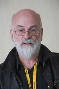 File:Terry Pratchett, September 2009 1.jpg - Wikipedia
