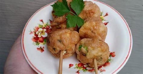 Juga penambahan cacahan daun bawang seledri yang membuat aromanya menjadi harum dan khas. 2.912 resep pentol goreng enak dan sederhana - Cookpad